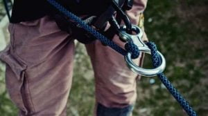 survival uses for carabiners